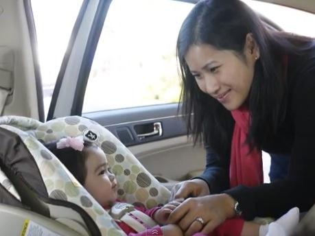 e7b8b62eb Video: ¿Cómo instalar una silla de bebés para el auto hacia atrás con el  cinturón de seguridad?