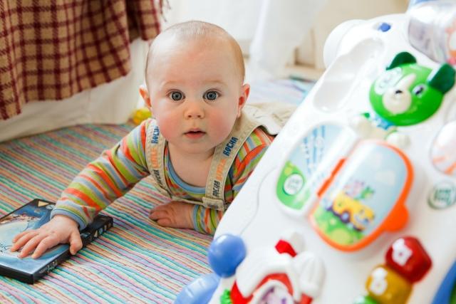 Juguetes Estimulacion Temprana 1 Ano.Juegos De Estimulacion Para Bebes De 8 A 12 Meses Planeta Mama